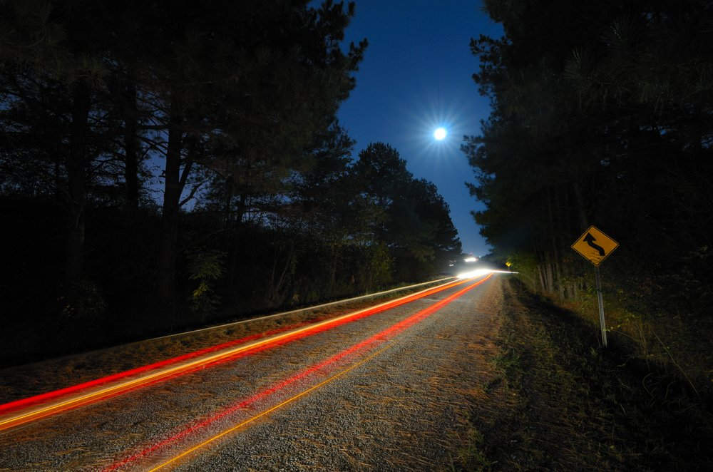 Driving at night: help your drivers to stay safe in the dark