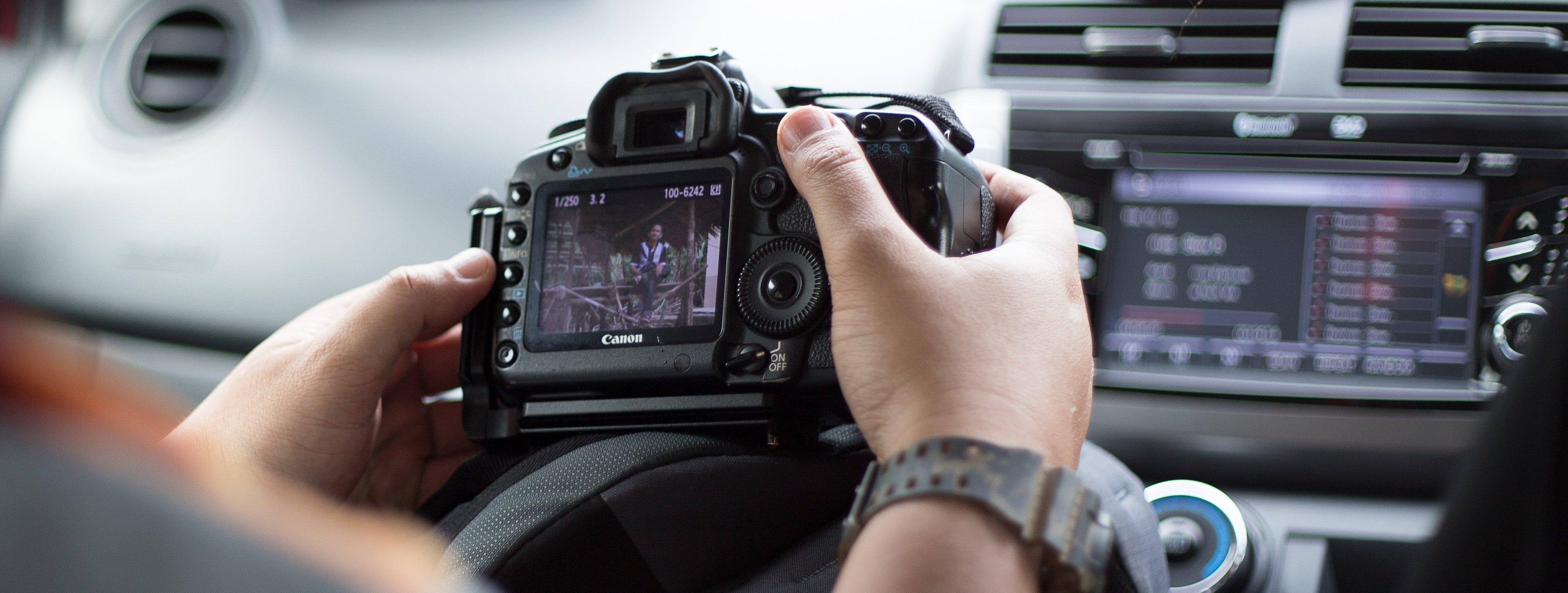 camera-canon-car-249320
