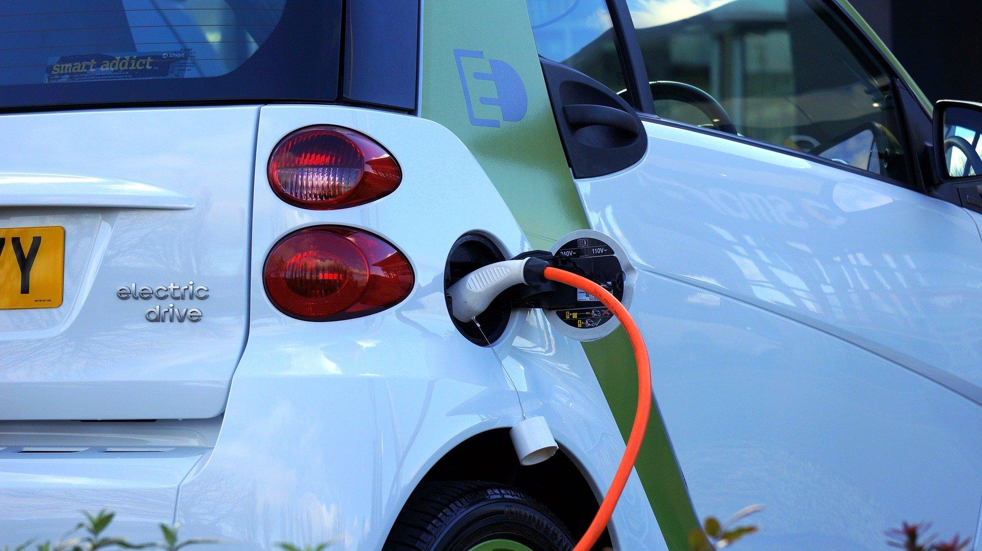 Augmentation du prix du carburant : véhicule électrique
