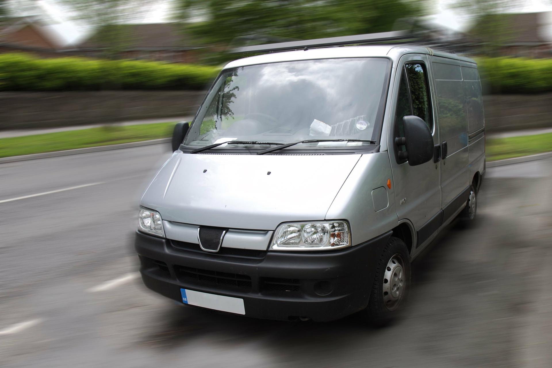 Camionnettes et véhicules utilitaires professionnels : quelles assurances