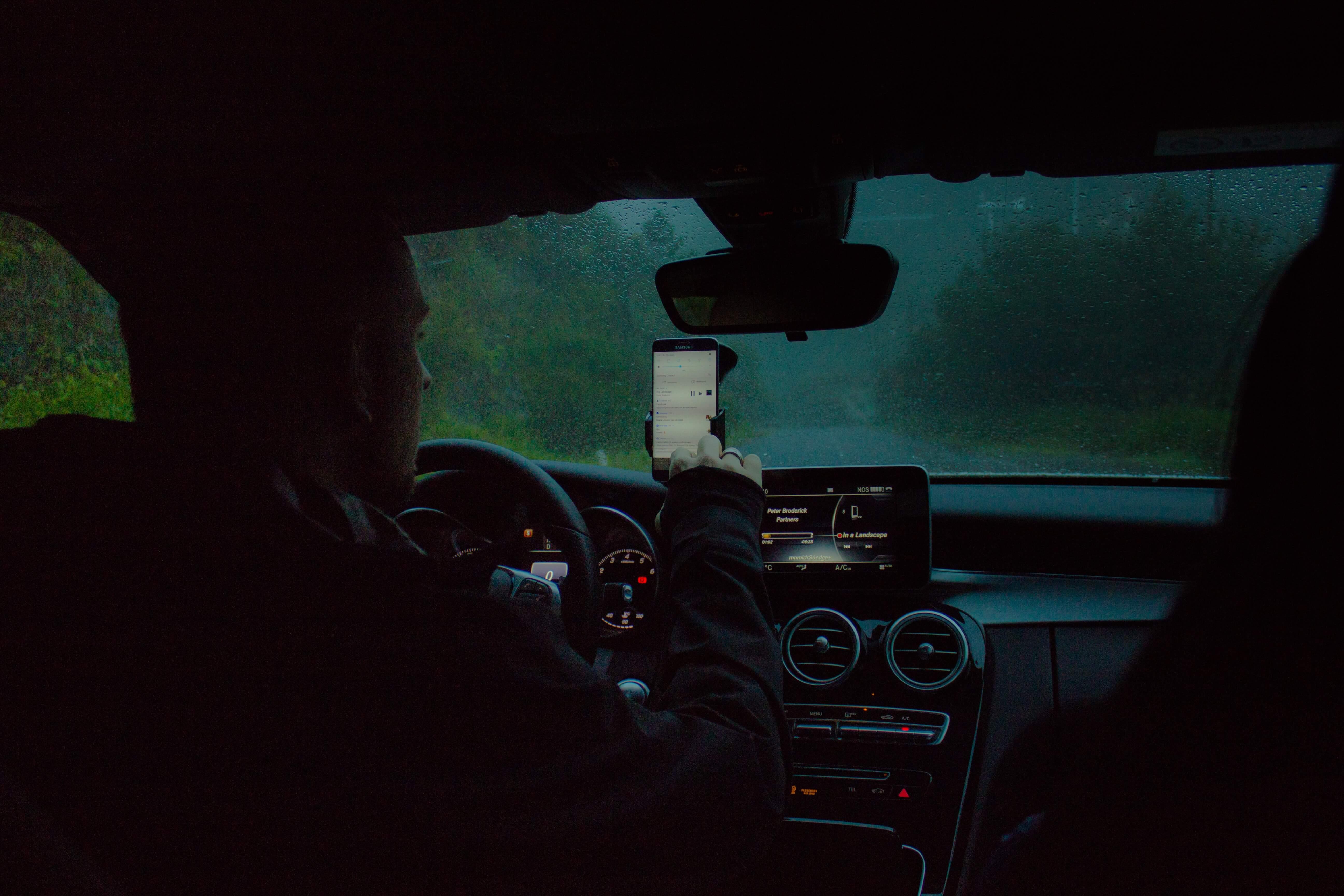 Un chauffeur distrait au volant condamné à de la prison