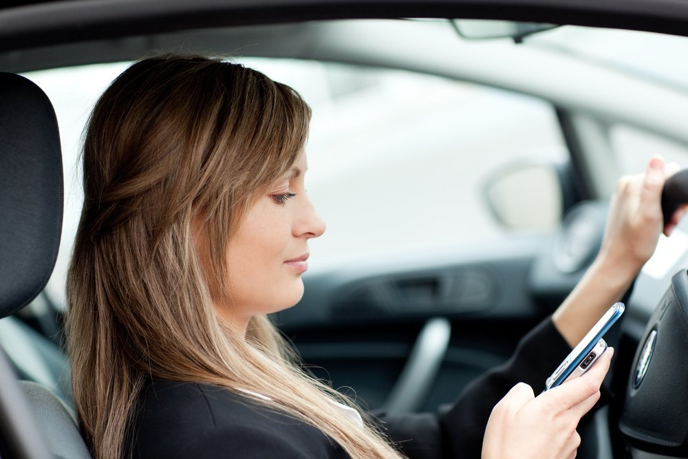 Une étude sur les distractions au volant enquête sur l'utilisation de WhatsApp en conduisant