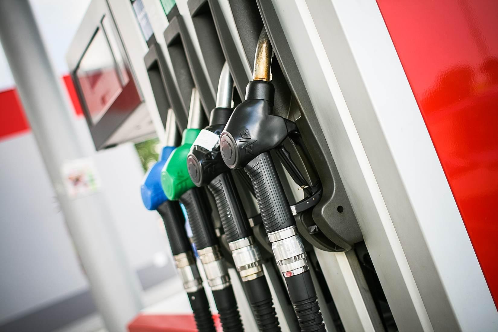 fuel-efficient-driving-habits.jpg